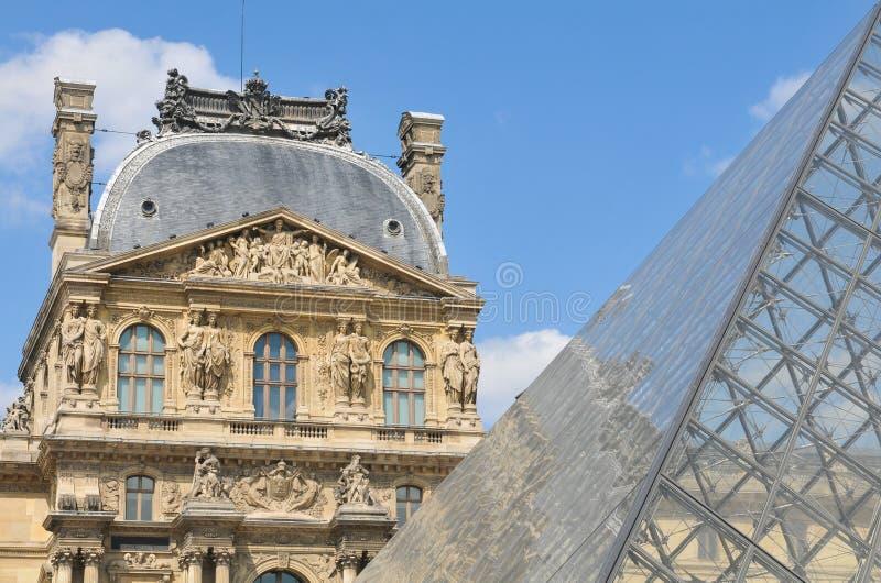 Αρχιτεκτονική λεπτομέρεια του μουσείου του Λούβρου στοκ φωτογραφίες