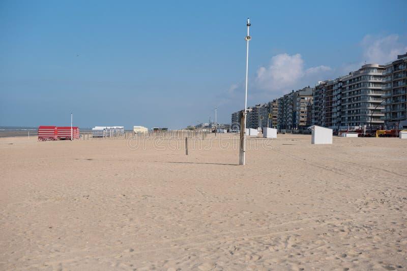Αρχιτεκτονική σε Koksijde από την παραλία της Βόρεια Θάλασσας στοκ φωτογραφία με δικαίωμα ελεύθερης χρήσης