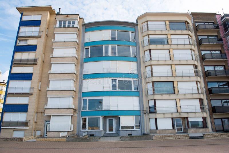 Αρχιτεκτονική σε Koksijde - σπίτια στον περίπατο στοκ εικόνες με δικαίωμα ελεύθερης χρήσης