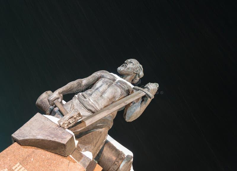 Αρχιτεκτονική στην πόλη, μέρος του μνημείου σε μια ασυνήθιστη ερμηνεία στοκ φωτογραφίες με δικαίωμα ελεύθερης χρήσης