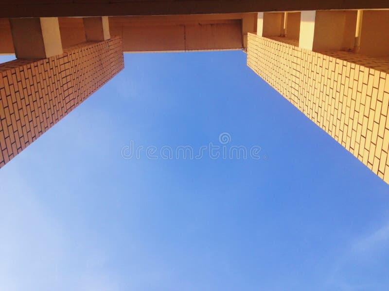 αρχιτεκτονική στο υπόβαθρο ουρανού στοκ φωτογραφία με δικαίωμα ελεύθερης χρήσης