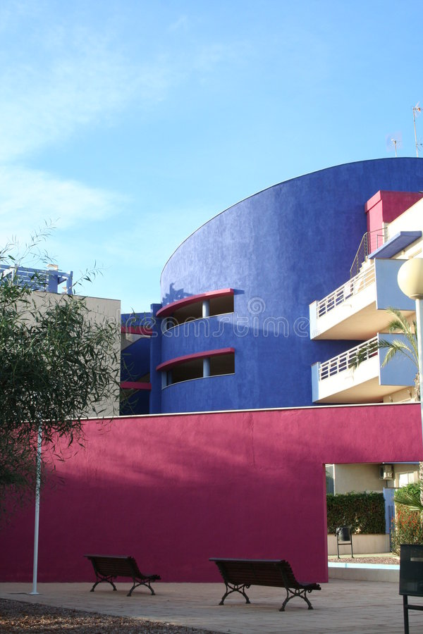 Download αρχιτεκτονική τα σύγχρον&a στοκ εικόνα. εικόνα από τοίχοι - 1530109