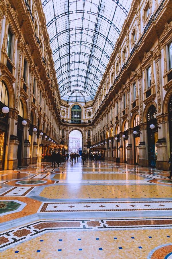 Αρχιτεκτονική του Galleria Vittorio Emanuele ΙΙ arcade κοντά Piazza del Duomo στο κέντρο της πόλης του Μιλάνου και την κύρια περι στοκ φωτογραφία με δικαίωμα ελεύθερης χρήσης