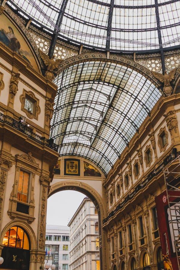Αρχιτεκτονική του Galleria Vittorio Emanuele ΙΙ arcade κοντά Piazza del Duomo στο κέντρο της πόλης του Μιλάνου και την κύρια περι στοκ εικόνες