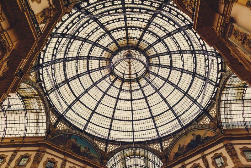 Αρχιτεκτονική του Galleria Vittorio Emanuele ΙΙ arcade κοντά Piazza del Duomo στο κέντρο της πόλης του Μιλάνου και την κύρια περι στοκ εικόνες με δικαίωμα ελεύθερης χρήσης