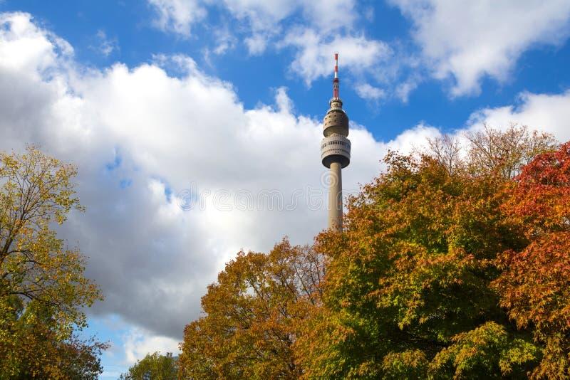 Αρχιτεκτονική φθινοπώρου πύργων TV του Ντόρτμουντ Γερμανία στοκ φωτογραφίες