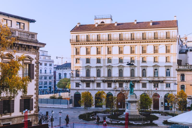 Αρχιτεκτονική Heirtage στο κέντρο της πόλης του Μιλάνου κοντά Galleria del Corso στοκ εικόνες με δικαίωμα ελεύθερης χρήσης