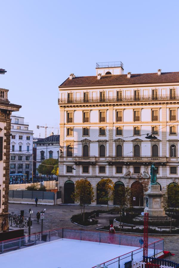 Αρχιτεκτονική Heirtage στο κέντρο της πόλης του Μιλάνου κοντά Galleria del Corso στοκ εικόνες