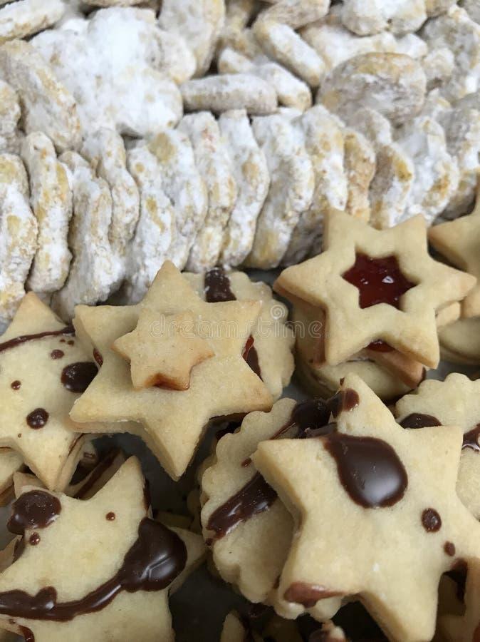 αρωματικά καρυκεύματα μελοψωμάτων μπισκότων Χριστουγέννων ψησίματος στοκ φωτογραφία