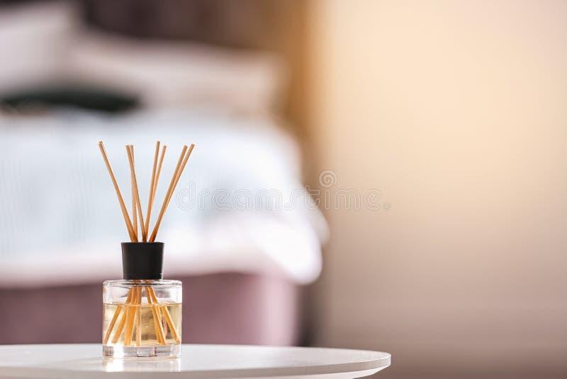 Αρωματικό αναψυκτικό αέρα καλάμων στον πίνακα στοκ εικόνα με δικαίωμα ελεύθερης χρήσης