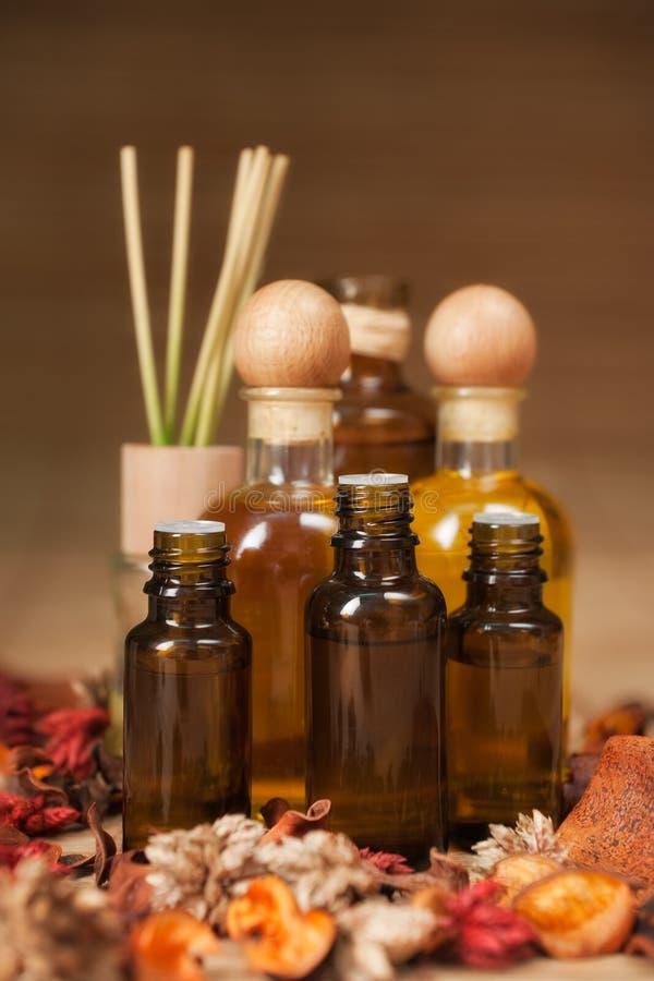 αρωματικό bottles oil spa στοκ εικόνα με δικαίωμα ελεύθερης χρήσης