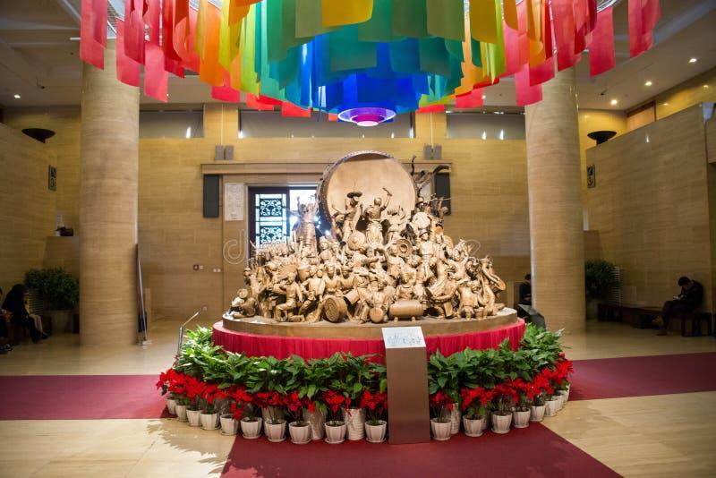 Ασία κινέζικα, Πεκίνο, κινεζικό Μουσείο Τέχνης, εσωτερικό γλυπτό ¼ Œ, τύμπανο και χορός έκθεσης hallï στοκ εικόνες