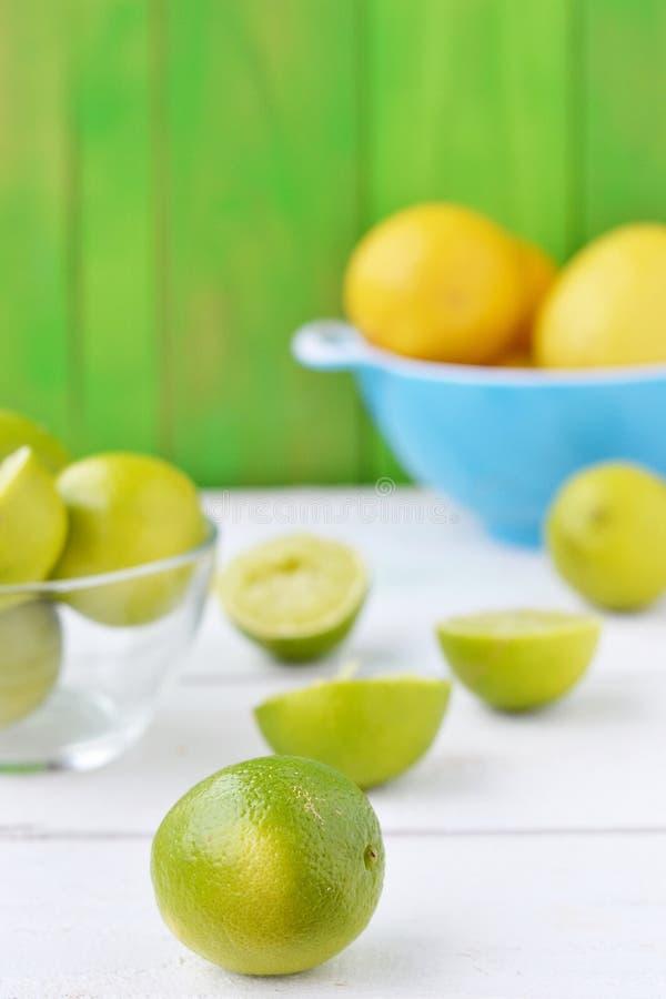Ασβέστες και λεμόνια στοκ εικόνα με δικαίωμα ελεύθερης χρήσης