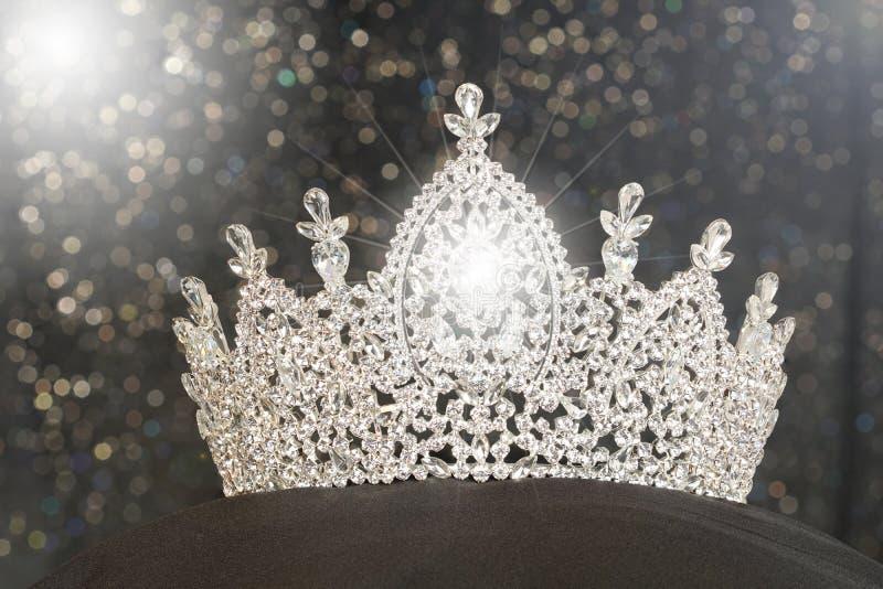 Ασημένια κορώνα διαμαντιών για τη Δεσποινίς Pageant Beauty Contest, κρύσταλλο Tia στοκ εικόνες