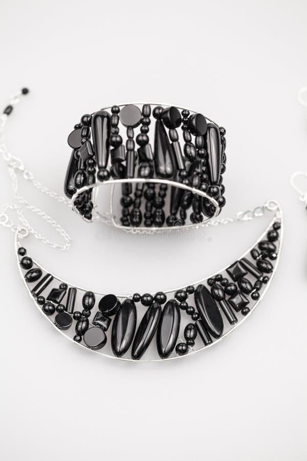 Ασημένια κοσμήματα με τις πέτρες onyx στοκ φωτογραφία με δικαίωμα ελεύθερης χρήσης