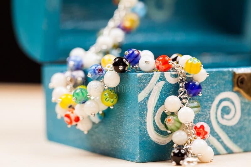 Ασημένια κοσμήματα με τους πολύτιμους λίθους στοκ εικόνες με δικαίωμα ελεύθερης χρήσης