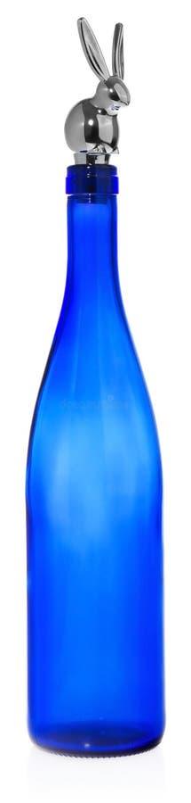 Ασημένια μπουκάλια κρασιού πωμάτων με μορφή ενός λαγουδάκι στοκ φωτογραφία με δικαίωμα ελεύθερης χρήσης