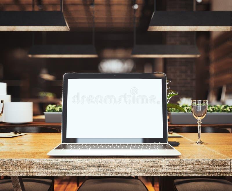 Ασημένιο lap-top στον πίνακα στο εστιατόριο τρισδιάστατη απόδοση στοκ φωτογραφίες με δικαίωμα ελεύθερης χρήσης