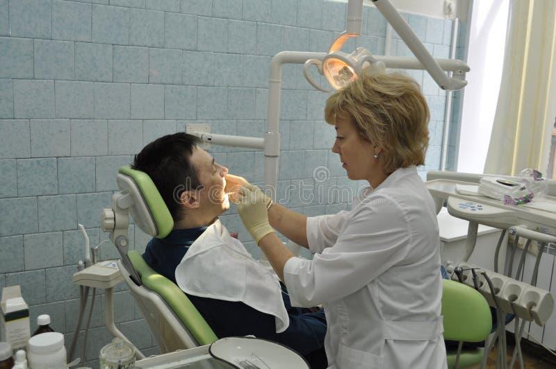 ασθενής οδοντιάτρων στοκ φωτογραφία με δικαίωμα ελεύθερης χρήσης