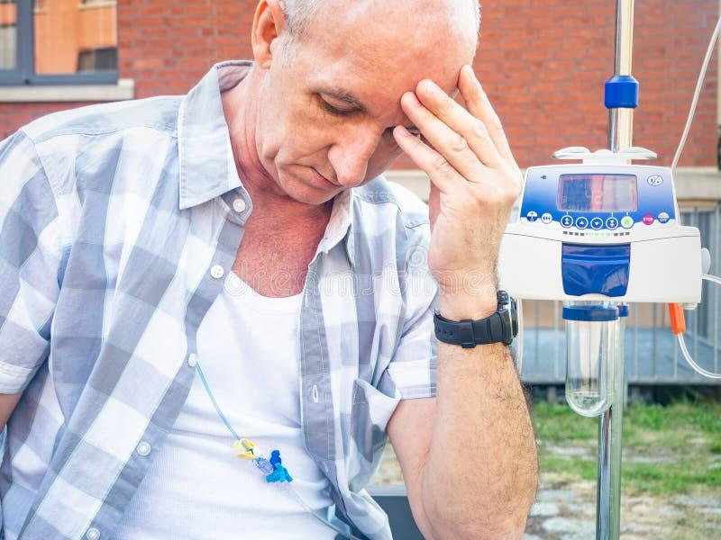 Ασθενής που υποβάλλεται στη θλίψη θεραπείας chemo μόνο στοκ φωτογραφία με δικαίωμα ελεύθερης χρήσης