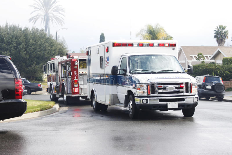 Ασθενοφόρο και πυροσβεστική αντλία (φορτηγό) στοκ εικόνες