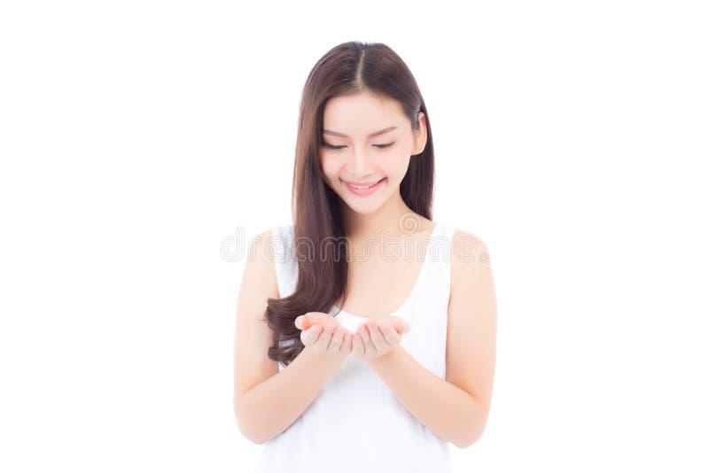 Ασιάτης της όμορφης νέας παρουσίασης γυναικών πορτρέτου με το υγιές καθαρό δέρμα που παρουσιάζει κάτι κενό διάστημα αντιγράφων σε στοκ εικόνες