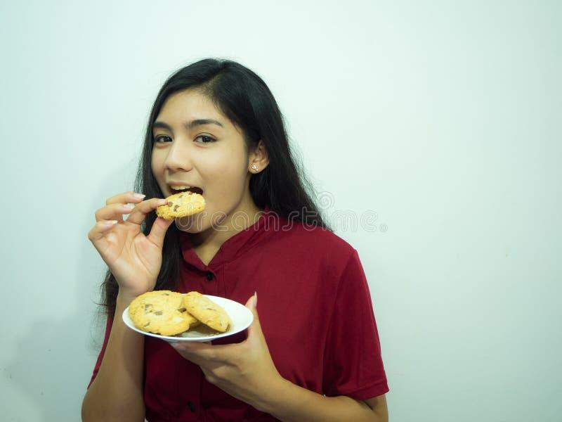 Ασιατικά γυναίκα και μπισκότα στοκ φωτογραφία