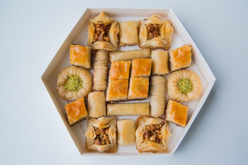 Ασιατικά γλυκά με το μέλι και τα καρύδια στοκ εικόνες με δικαίωμα ελεύθερης χρήσης