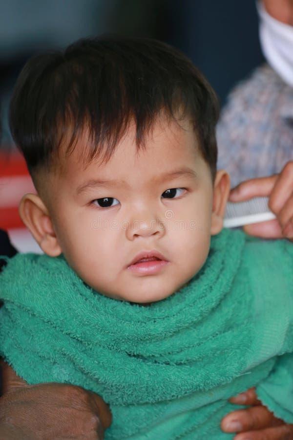 Ασιατικά παιδιά ενός αγοριού στο κούρεμα στοκ φωτογραφία με δικαίωμα ελεύθερης χρήσης