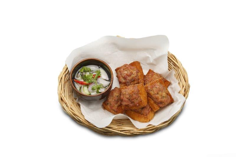 ασιατικά τρόφιμα Τηγανισμένο ψωμί με το κομματιασμένο χοιρινό κρέας που διαδίδεται στο απομονωμένο άσπρο υπόβαθρο στοκ φωτογραφία με δικαίωμα ελεύθερης χρήσης