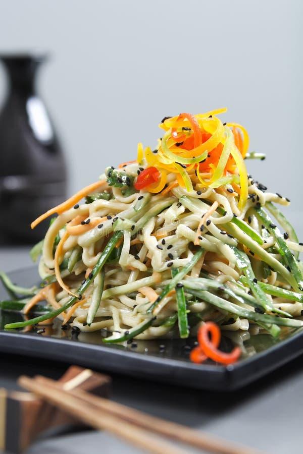 Download ασιατικά τρόφιμα στοκ εικόνες. εικόνα από φάτε, χάρη, noodles - 2225654