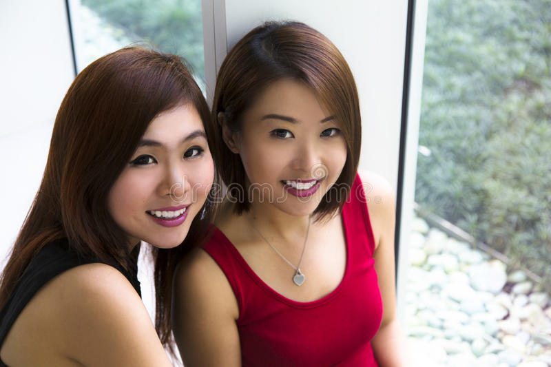 Ασιατικές νέες κυρίες στοκ εικόνες