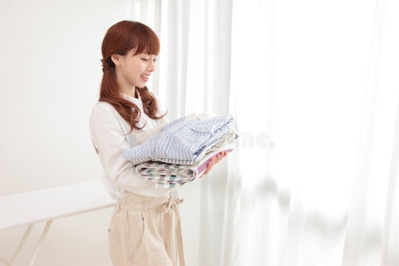 ασιατικές νεολαίες γυναικών πλυντηρίων στοκ φωτογραφία