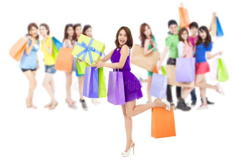 Ασιατικές τσάντες χρώματος εκμετάλλευσης ομάδας γυναικών αγορών Απομονωμένος στο λευκό στοκ φωτογραφίες