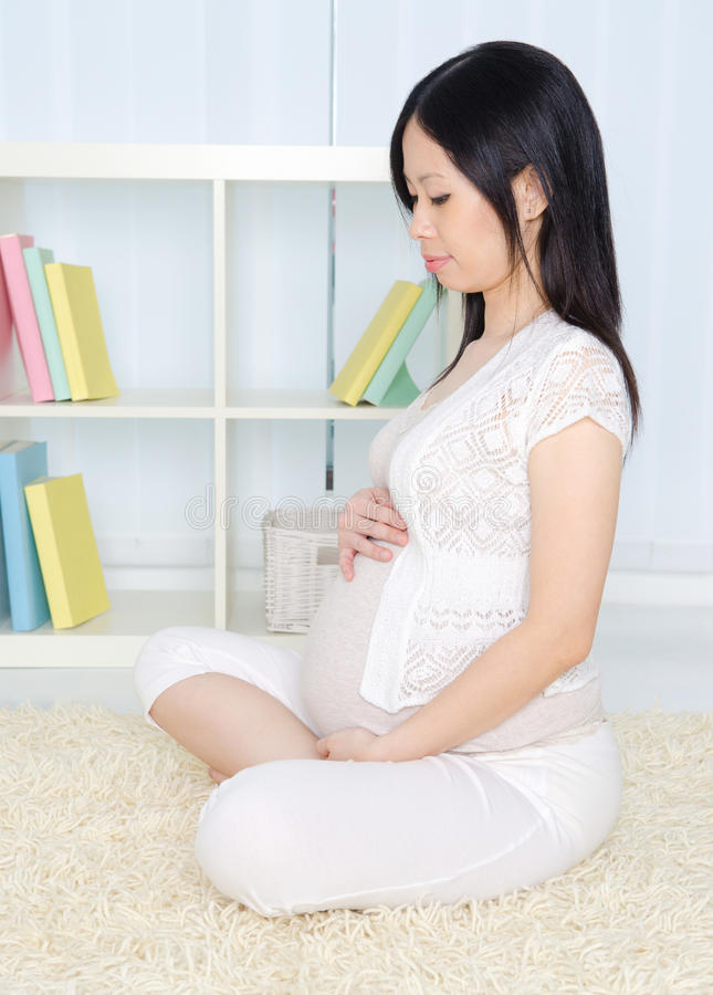 ασιατική έγκυος γυναίκ&alpha στοκ εικόνες με δικαίωμα ελεύθερης χρήσης