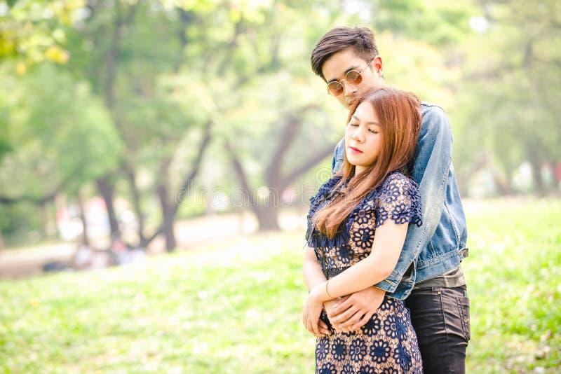 Ασιατική αγάπη ζευγών στοκ φωτογραφία με δικαίωμα ελεύθερης χρήσης