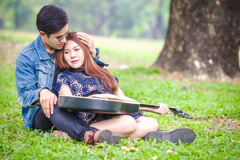 ασιατική αγάπη ζευγών στοκ εικόνα με δικαίωμα ελεύθερης χρήσης