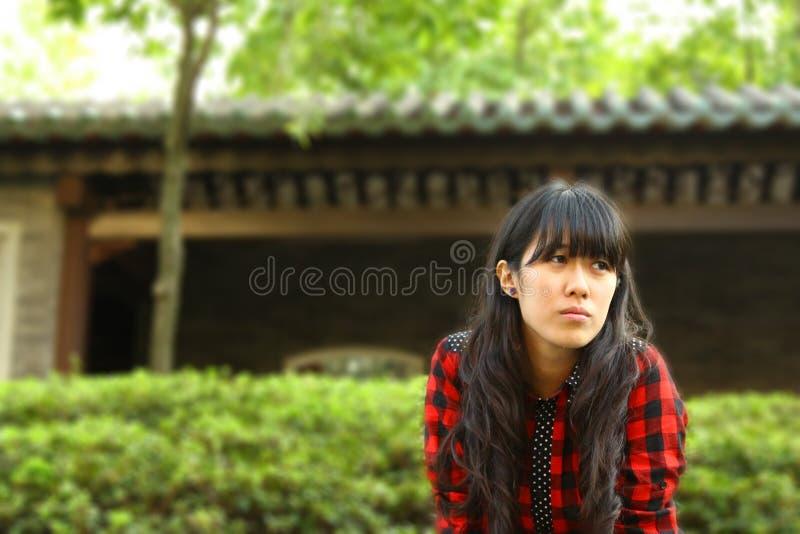 ασιατική αναμονή κοριτσιώ στοκ εικόνες