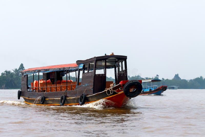Ασιατική βάρκα τουριστών στοκ εικόνες