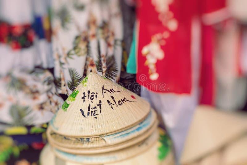 Ασιατική βιοτεχνία καπέλων κώνων Καπέλο κώνων ύφους του Βιετνάμ r στοκ φωτογραφία