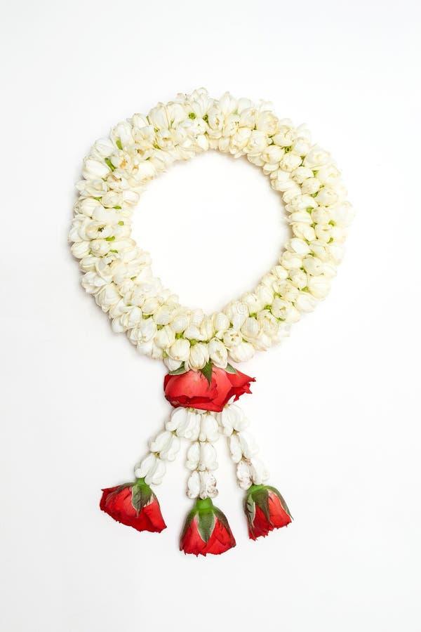 Ασιατική γιρλάντα της Jasmine ύφους στο απομονωμένο άσπρο υπόβαθρο στοκ φωτογραφία με δικαίωμα ελεύθερης χρήσης