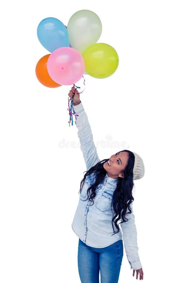 Ασιατική γυναίκα που κρατά τα ζωηρόχρωμα μπαλόνια στοκ φωτογραφία με δικαίωμα ελεύθερης χρήσης