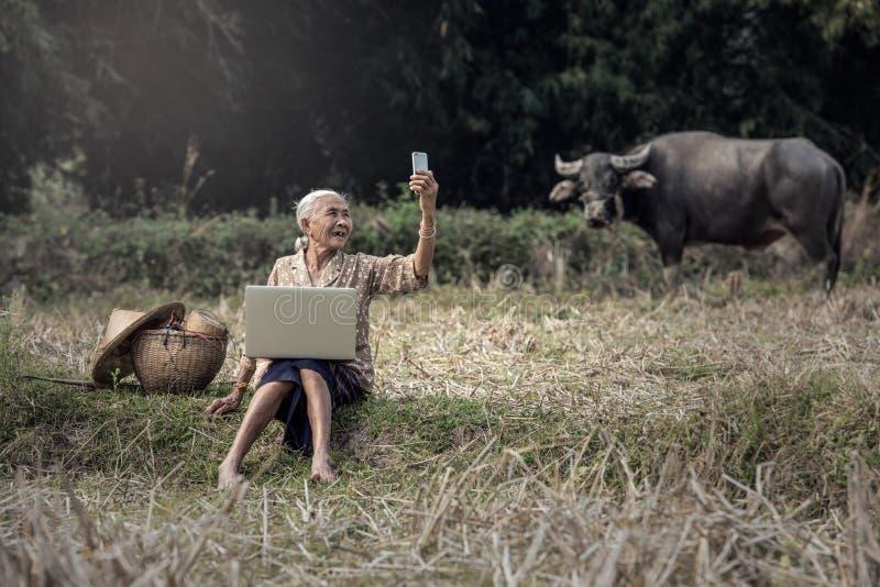 Ασιατική γυναίκα selfie στοκ φωτογραφία