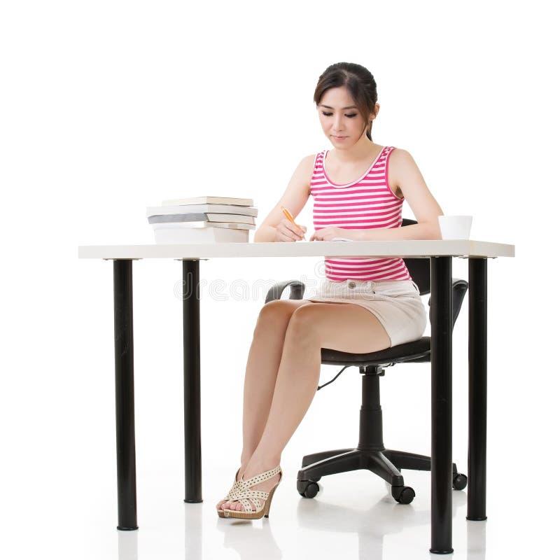 Ασιατική γυναικεία εργασία στοκ φωτογραφία με δικαίωμα ελεύθερης χρήσης