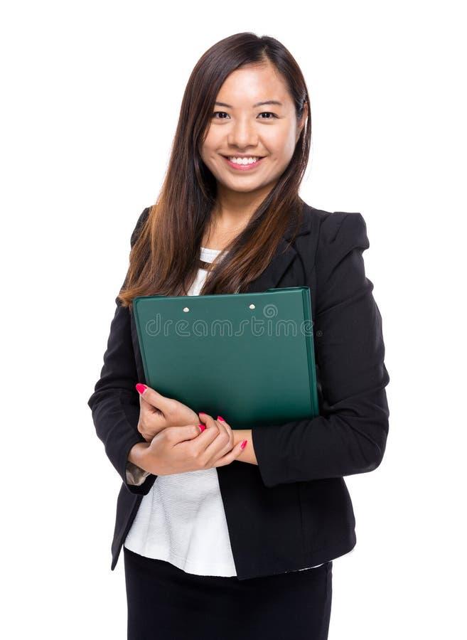 Ασιατική επιχειρησιακή γυναίκα με την περιοχή αποκομμάτων στοκ φωτογραφία