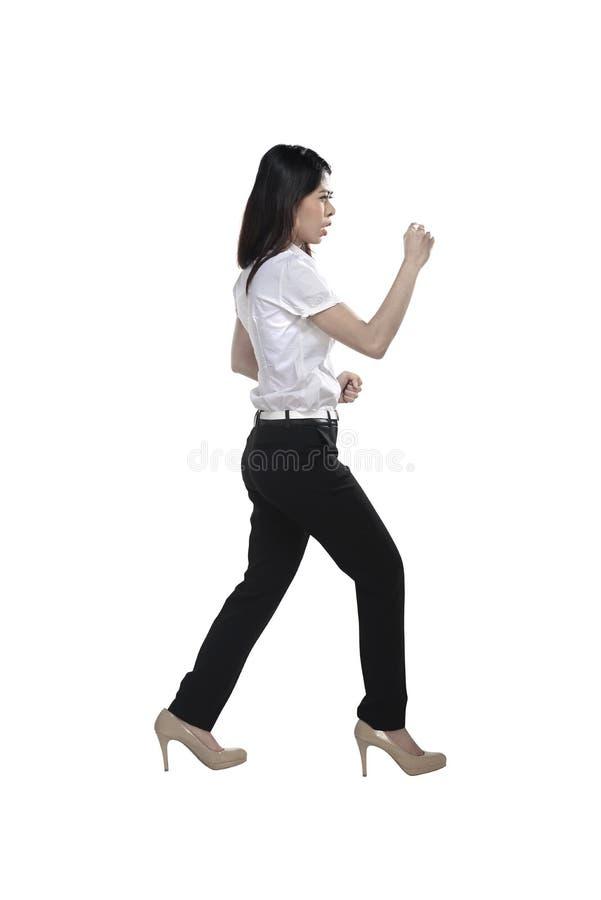 Ασιατική επιχειρησιακή γυναίκα που κάνει τη θέση πάλης στοκ φωτογραφία με δικαίωμα ελεύθερης χρήσης