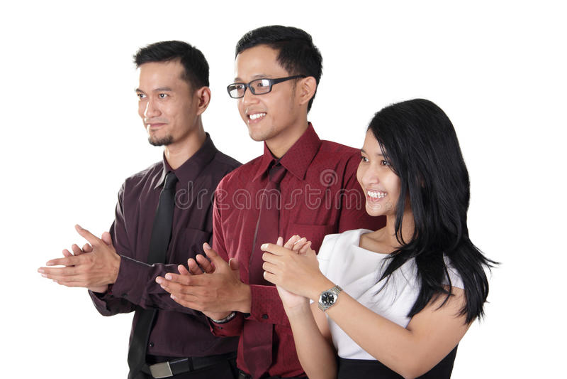 Ασιατική επιχειρησιακή ομάδα που χτυπά τα χέρια στοκ εικόνα