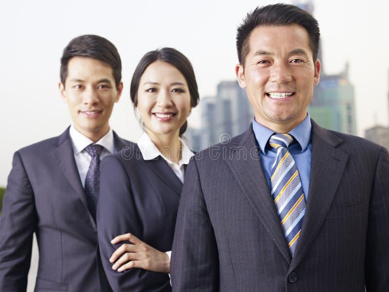 Ασιατική επιχειρησιακή ομάδα στοκ εικόνες