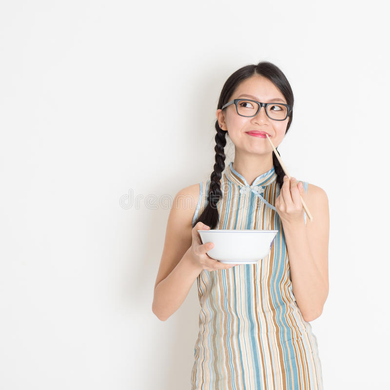 Ασιατική κινεζική κατανάλωση γυναικών στοκ φωτογραφίες