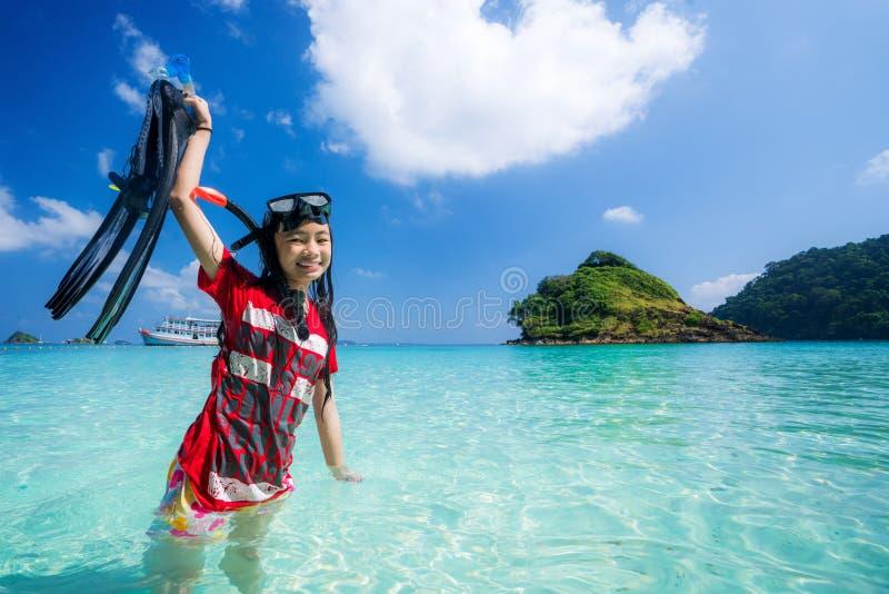 Ασιατική κολύμβηση κοριτσιών στοκ φωτογραφίες